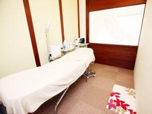 清潔な完全個室ルームでリラックスしてエステが受けられます。
